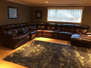 AMAZING LEATHER SECTIONAL