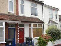 3 bedroom house, close to Victoria Park - white goods included
