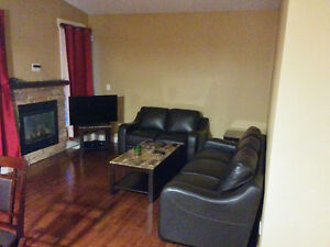 April 1-1 Furnished Bed rm available in a house close to downtwn