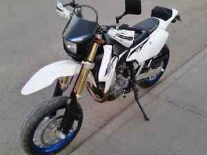 Beautiful DRZ400 supermoto low Km