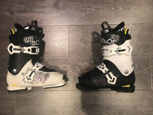 Size 27/27.5 Salomon SPK ski boots ( 317mm)