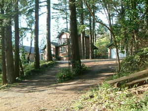 FULLY FURNISHED LAKESIDE HOME IN CENTRAL NANAIMO - SEPTEMBER