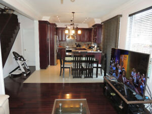 4 Bedroom Detached Home in Churchill Meadows