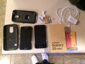 SAMSUNG S5 NEO with additional s5 (broken screen) and otter box