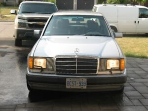 1992 Mercedes-Benz 400-Series Sedan