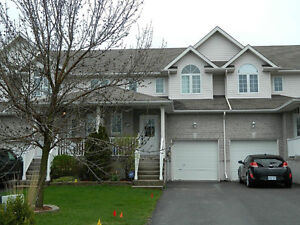 Delightful 3-bed townhome, awesome Kingston East location!