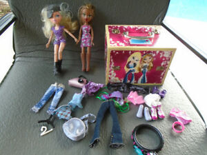 2 poupées Bratz + valise+ vêtements