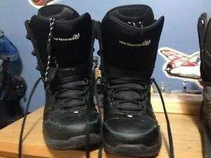 BOOTS SNOWBOARD SIZE 8