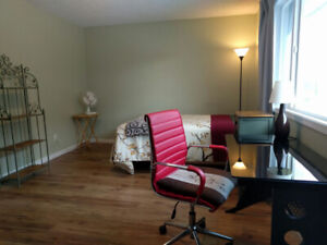 FURNISHED&Large(10x20) Room in Shared House near TRU/Superstore
