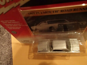 JOHNNY LIGHTNING - CLASSIC GOLD  - 1969 PLYMOUTH ROAD RUNNER Sarnia Sarnia Area image 4