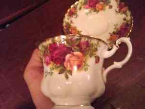 Royal Albert old counyry rose garden tea cup with saucer Kingston Kingston Area image 2