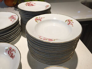 CHINA SET DISHES MADE IN ROMANIA ENSEMBLE VAISSELLE PORCELAINE West Island Greater Montréal image 6