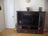 meuble de tv en bois+salon au coin+table de salon