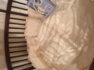 Round canopy crib with bedding and matress