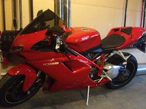 Gorgeous 1098S like new...