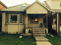 LARGE BEDROOMS FOR RENT 10 MINUTES FROM UNIVERSITY OF WINDSOR