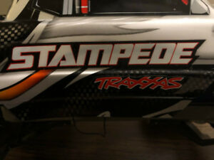 STAMPEDE MODEL 3605 By TRAXXAS/ Race Car