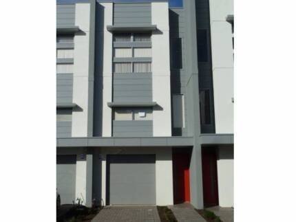 Modern 3 storey townhouse in a great location!