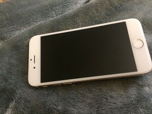 iPhone 6 16 gigs gold unlocked mint condition Windsor Region Ontario image 3