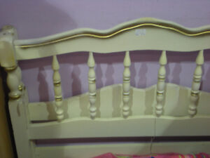 Single Canopy bed