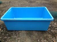 Plastic fish pond/tub