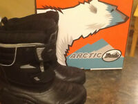 NEW Arctic Tracks winter boots size 7