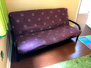 Fouton in good condition (metal frame + firm mattress)