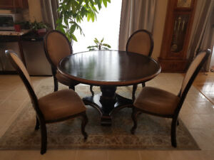 Dinning round table with chairs.