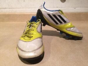 Kids Adidas F10 Outdoor Soccer Shoes Size 3.5 London Ontario image 3