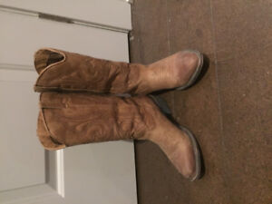 Size 6.5 women's cute low heeled cowboy boots