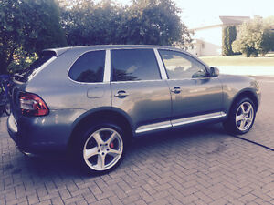 2005 Porsche Cayenne TURBO AWD FULLY LOADED NO GST