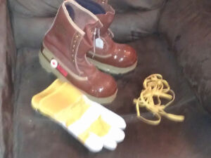New size 8,9,10,11 new steel towed work boots and gloves