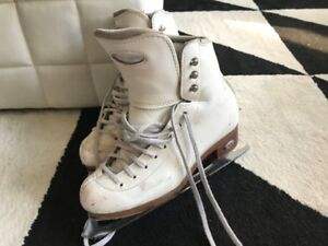 Patins artistiques Riedell, taille 5 1/2 (incluant protège-lame)
