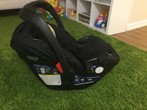 Britax B-Safe 35 car seat and base ( for 4-35 LBS )
