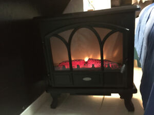 Electric Stove Fireplace Heater w/ sleek design