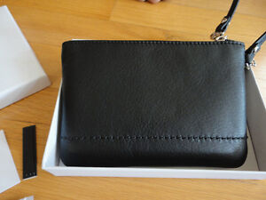Coach Limited edition black leather wristet Brand new in box London Ontario image 4