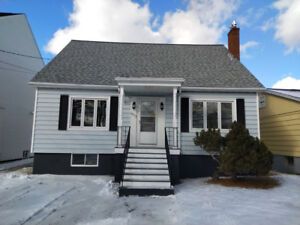 3 BEDROOM CHARACTER HOME NEAR HALIFAX SHOPPING CENTRE!