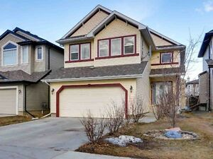 Beautiful maintained two storey home in The Hamptons!