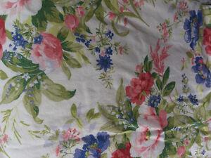 Douillette queen, rideaux, jupe de lit et coussins