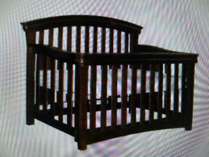 Solid Wood Crib in excellent condition