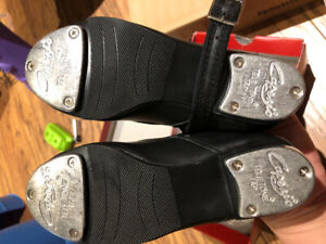 Leather/Metal Tap Dance shoes—size 11/black