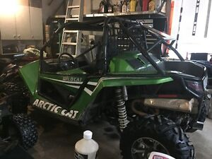 Side by side  Arctic Cat 2012