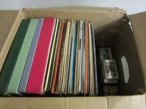 Disques de vinyle et cassettes vintage.