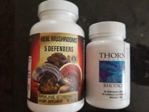 Suppléments naturels champignons et rhodiola