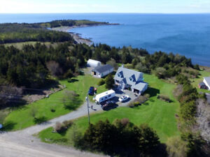 House for Sale - Country Living at it's Best !!