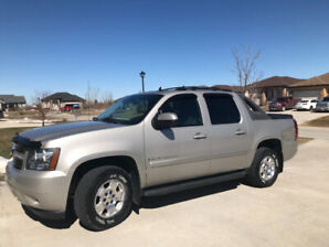 2009 Chevy Avalanche 1500 LT, low kms, excellent condition