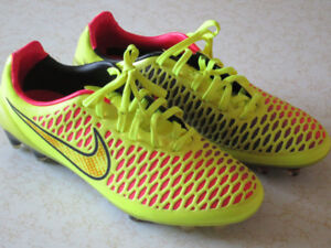 NEW NIKE MAGISTA CLEETS