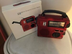 emergency crank radio with flashlight