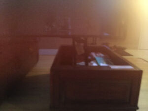 Flip top coffee table and matching end table. Solid wood Kitchener / Waterloo Kitchener Area image 3
