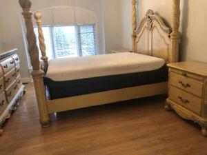Beautiful Highend Four Poster Queen Bedroom Set